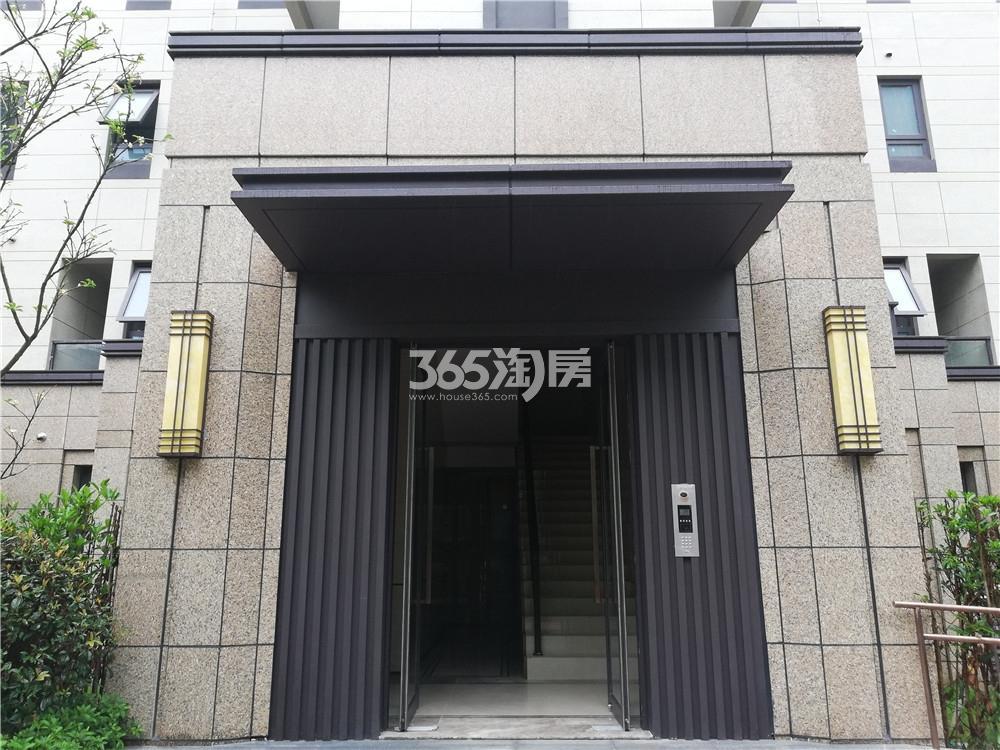 江山大境单元楼入户门实景图(5.27)