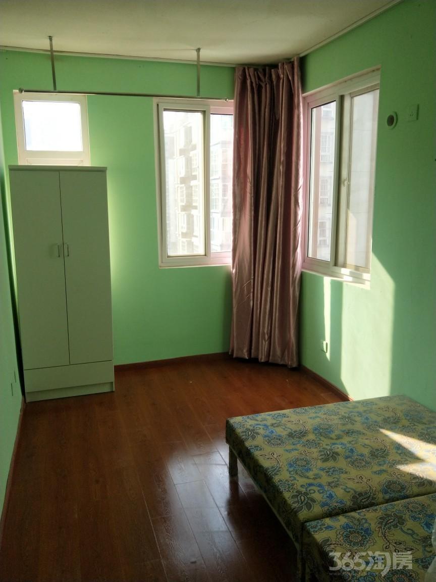 龙山小区4室1厅0卫15平米合租简装