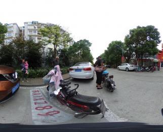 桥北弘阳广场商圈中心 地铁口沿街营业中商铺 年租金13万