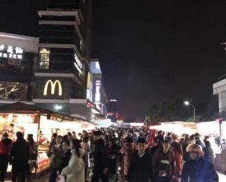 大学城 文 鼎 广 场 双 展 示 面 可餐饮
