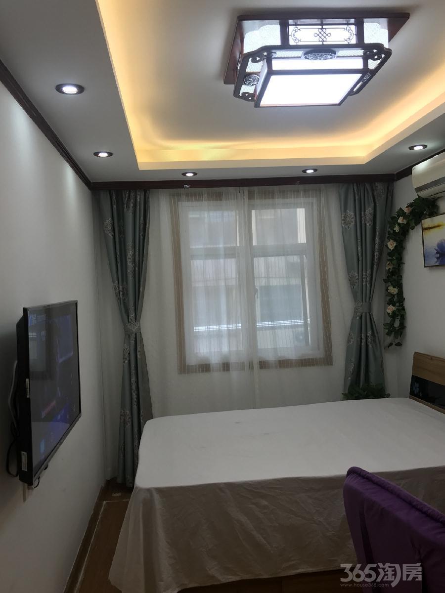 鼓楼凤凰西街裕华新村1室2厅1卫30平米合租精装独立卫生间