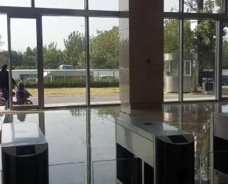 南京南站绿地之窗C区300平门面房3元出租