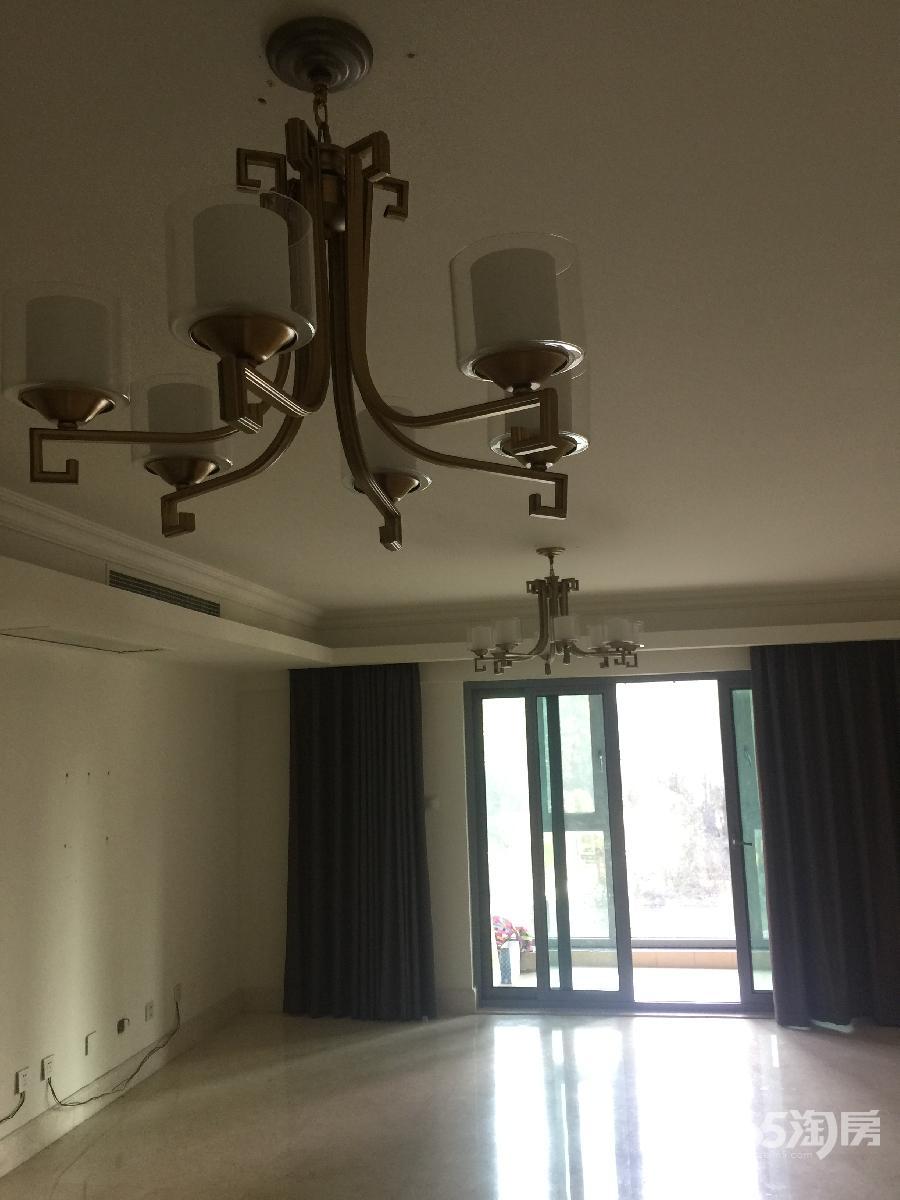 涟城4室2厅2卫175平方产权房精装