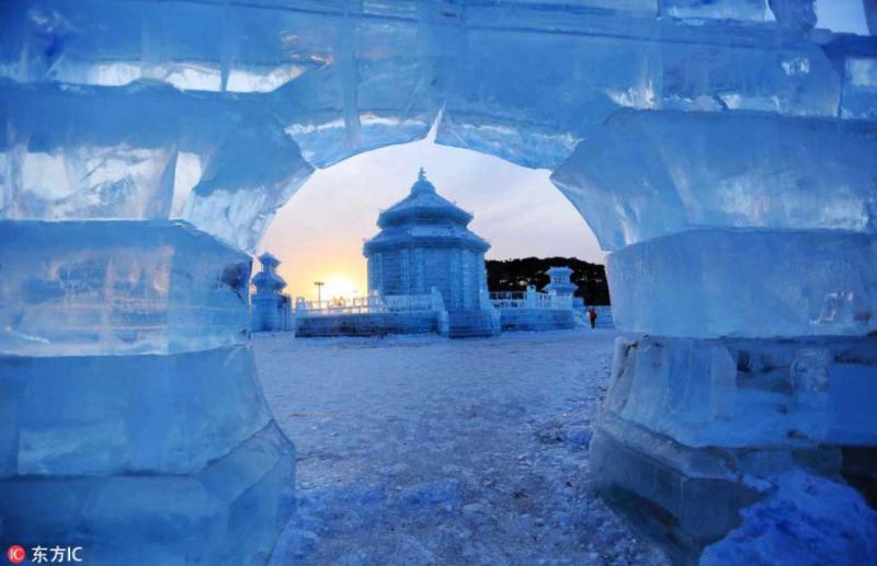 组图:2018中国沈阳国际冰雪节展出冰雕500余座