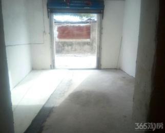 一楼60平方仓库出租有卷闸门。