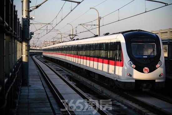 地铁1号线正式运营(源自网络)