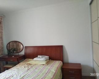 虎踞关28号3室1厅1卫102平方产权房精装