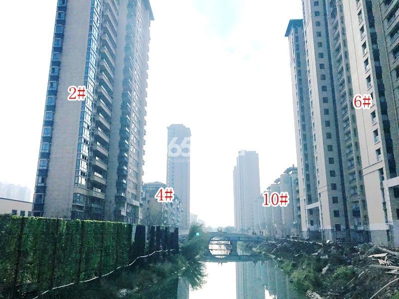 蓝光雍锦里2#、4#、6#、10#楼实景图(2018.10 摄)