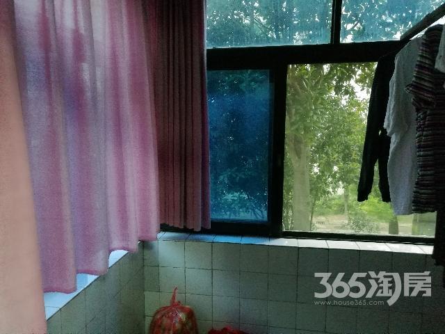 清潭六村2室1厅1卫65.20�O2002年满两年产权房精装