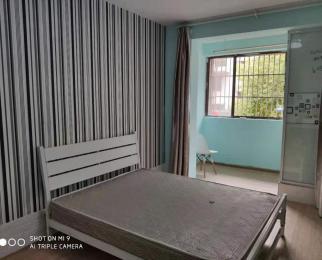 地铁口 精装修 设施齐全 4室3900 拎包入住 随时看房