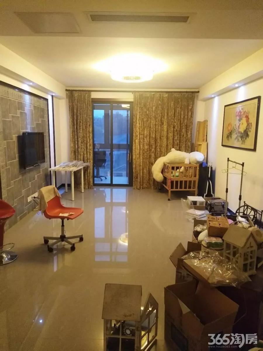 仙龙湾3室2厅2卫138平方产权房精装