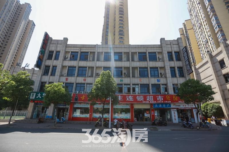 东方龙城龙街实景图(2019.6摄)