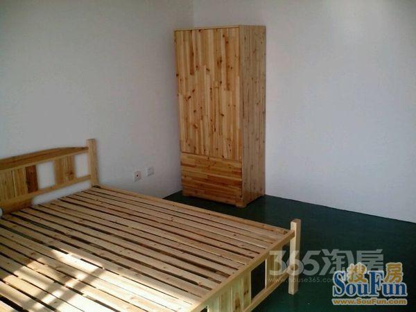 悬珠小区4室2厅2卫165.02�O2009年满两年产权房精装