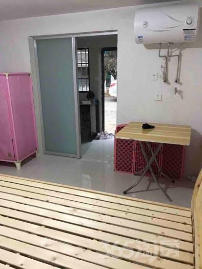 溧阳东尼中央花园1室1卫28�O