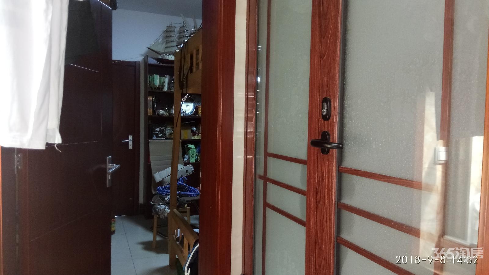 龙蟠里小区3室2厅2卫52.36平方产权房精装