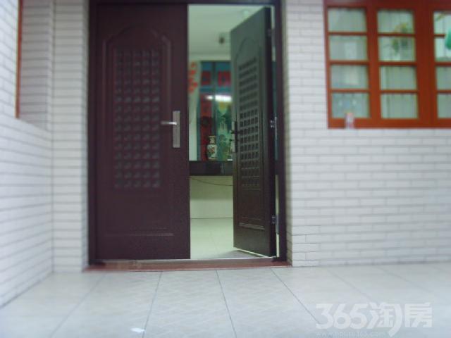 龙冈学区房。私有住宅4室2厅1卫136.00�O