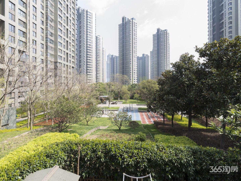 江湾一期新空稀缺四房全新地铁口有车位含家具诚售
