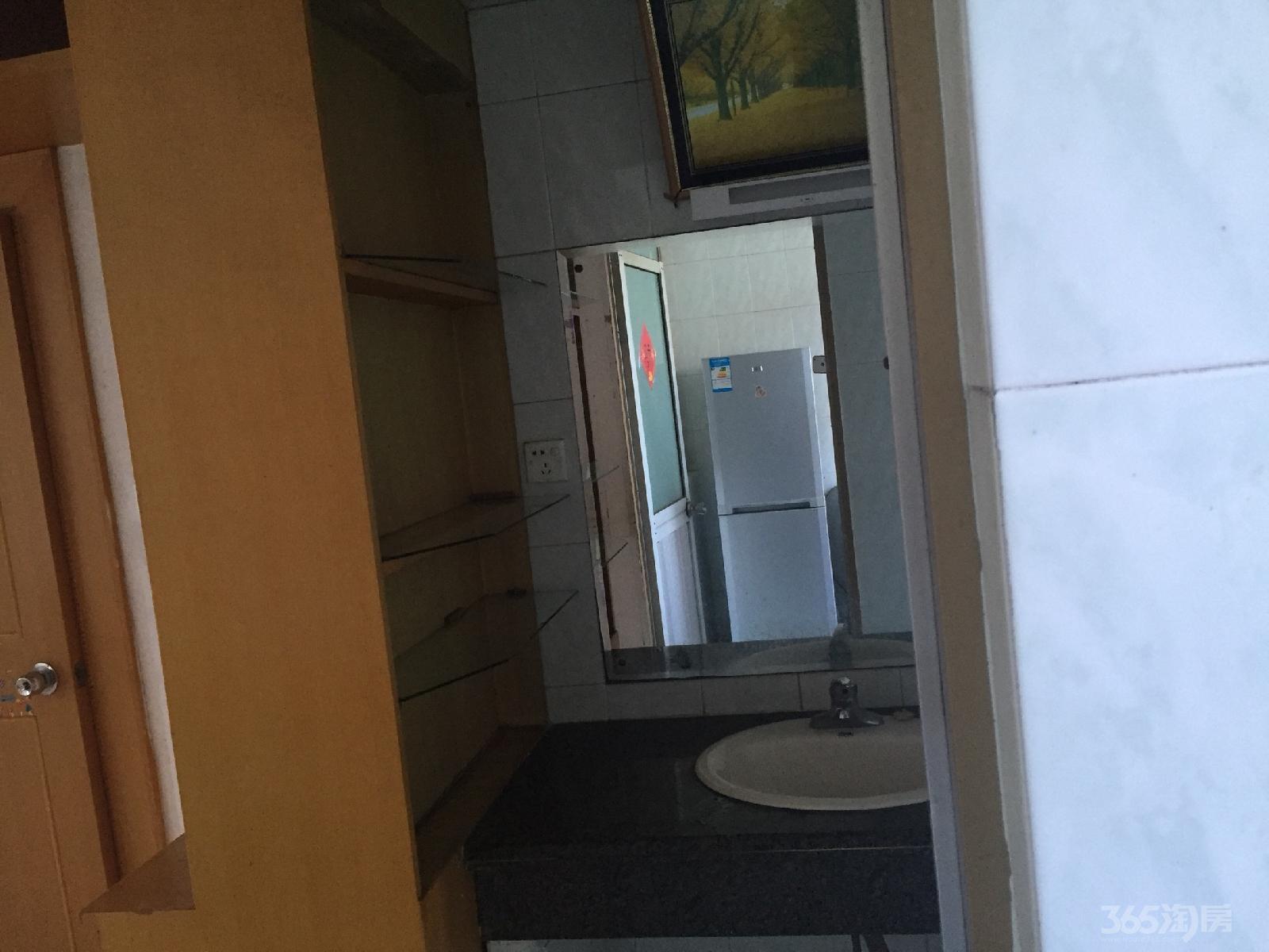 莲花四区2室2厅1卫76平米中装产权房2005年建满五年