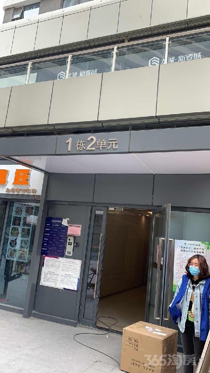 龙湖新壹城2室2厅2卫40平方米94万元