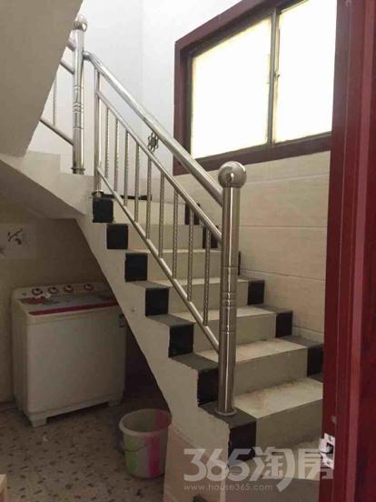 单家独院5室3厅3卫200平米整租中装