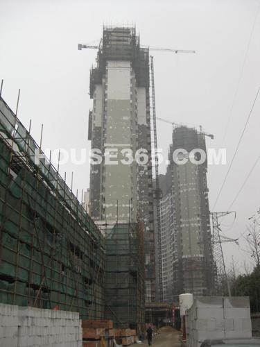 12月最新进展:在建高层1#、3#楼在做外立面