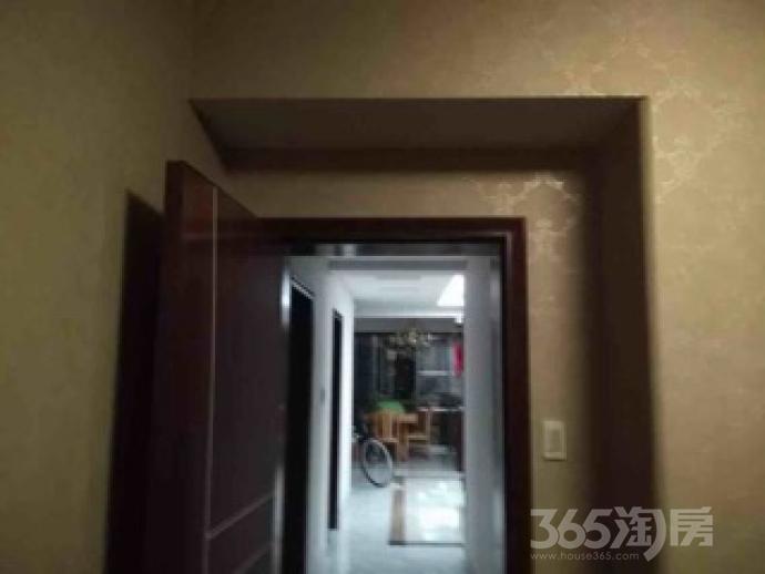 迎春南苑4室2厅2卫156平米精装产权房2011年建