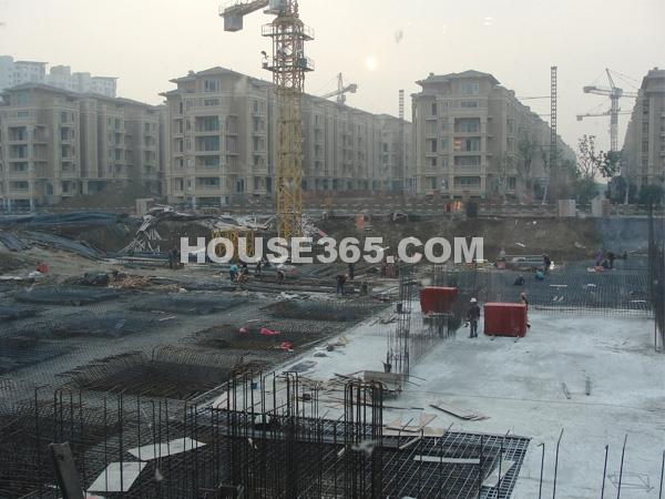 栖霞东方天郡东亭路西侧商业正在建设中(2013.1.14 摄)