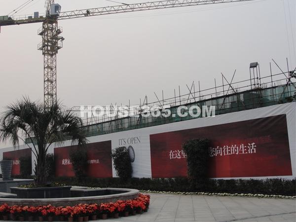栖霞东方天郡东亭路西侧高层已开始建设(2013.1.14 摄)