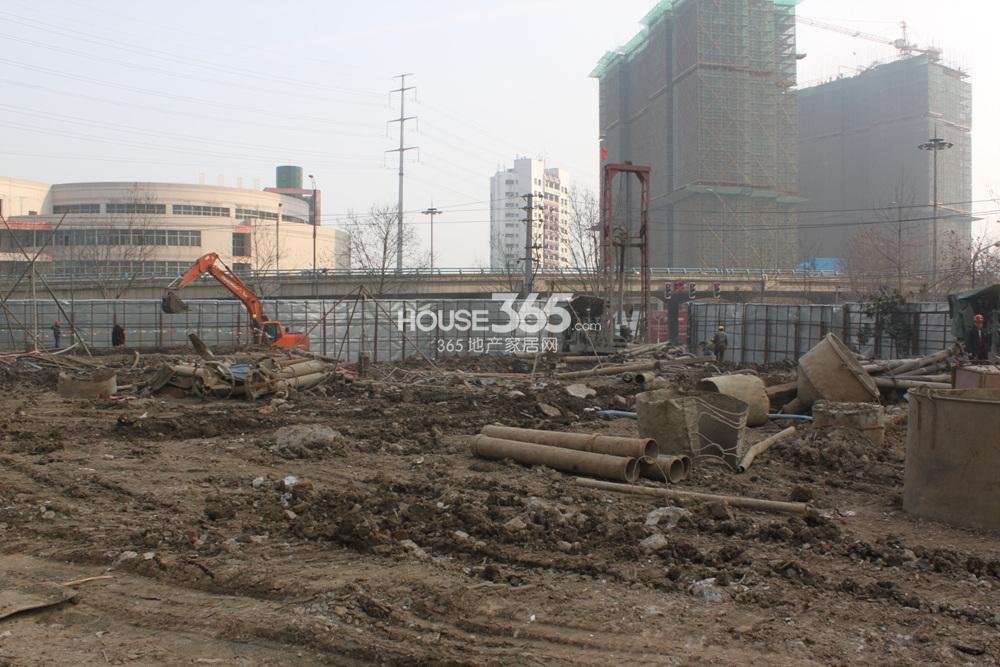 世茂外滩新城17号楼前在平整土地(2.20)