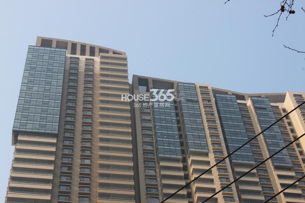 世茂外滩新城17号楼顶楼近图(2.20)