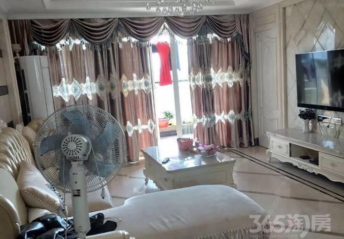 西郊社区3室2厅2卫140㎡整租精装