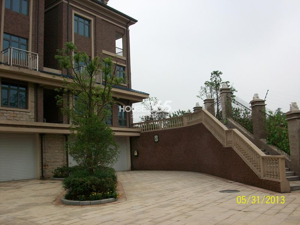 中豪天禄47号楼西面楼梯实景图(5.31)