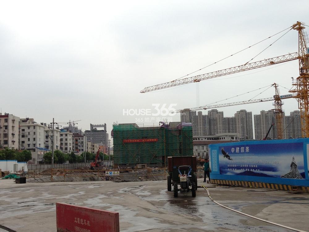恒盛金陵湾在建售楼处(7.16)