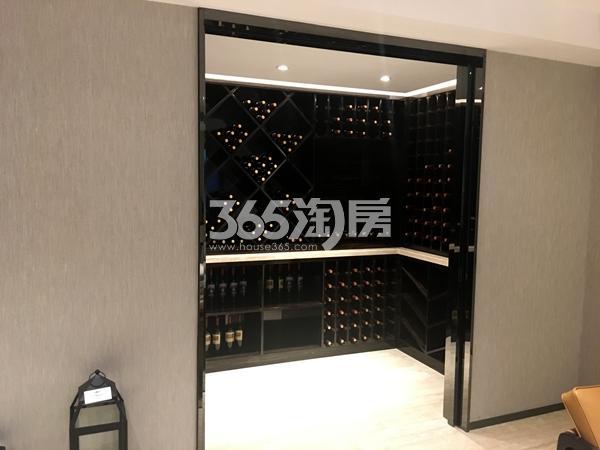 新力帝泊湾约303.69平下叠户型样板间——负一层酒柜