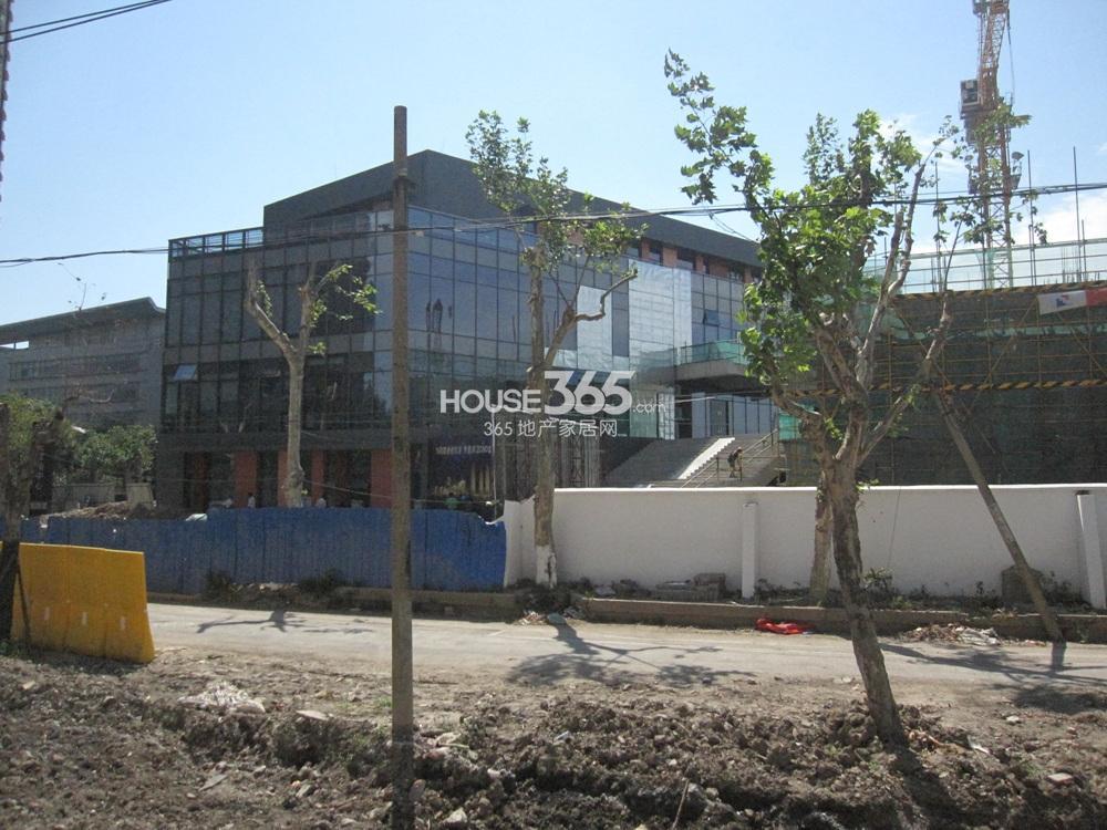 世茂外滩新城唐山路西侧的商业办公用房实景图(8.19)