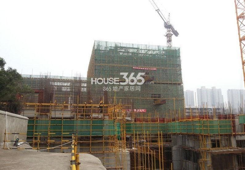新福兴面孔公社13#楼和10#楼工程进度(2013.7.31)