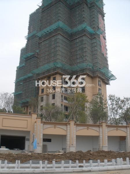 雅居乐滨江国际在建楼栋均已封顶(9.25)