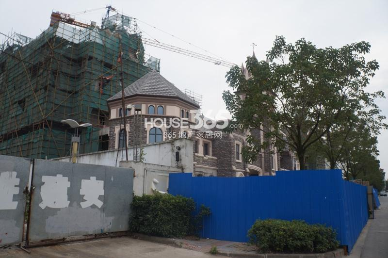 高湖道在建楼栋近景(10.17)