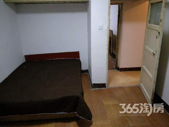 南京南社区3室0厅1卫70�O整租简装