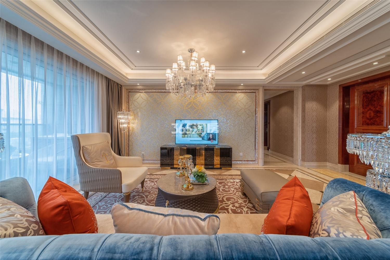 滨江保利翡翠海岸3#191方(D1户型)法式样板房---客厅