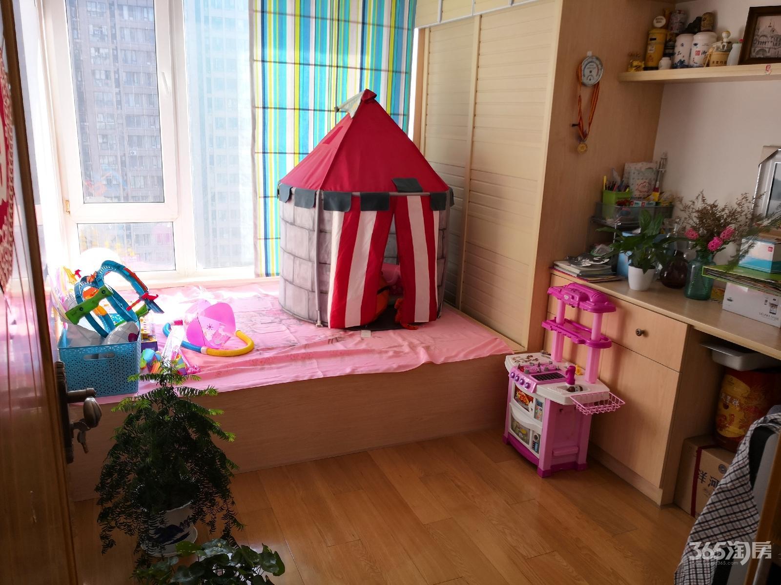 金地自在城第六街区4室2厅2卫141平方产权房精装