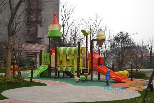 长泰国际社区小区内的儿童游乐场(2014.3)