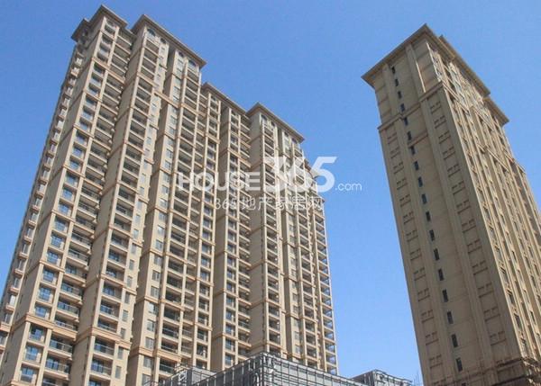 融科玖瑞尚城实景图 左起2#、3#楼(2014.3 摄)