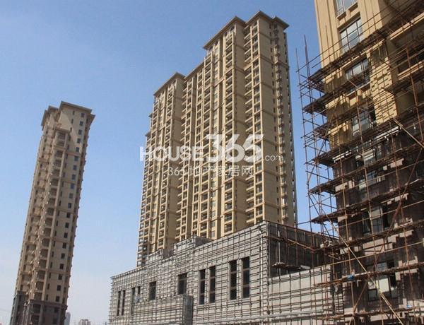 融科玖瑞尚城实景图 左起4#、1#、3#楼(2014.3 摄)