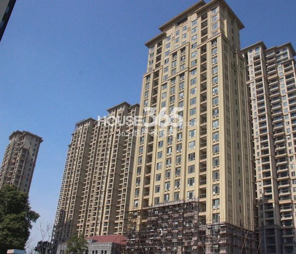 融科玖瑞尚城实景图 左起4#、1#、3#、2#楼(2014.3 摄)
