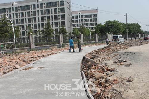芜湖三潭音悦小区菜市场位于一中旁边的二期项目(2014年6月摄)