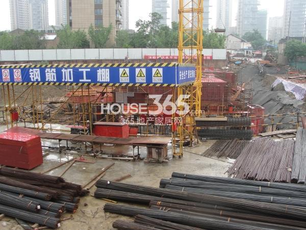 绿地西水东中央生活区1B4、1B5#楼工地(2014.6)