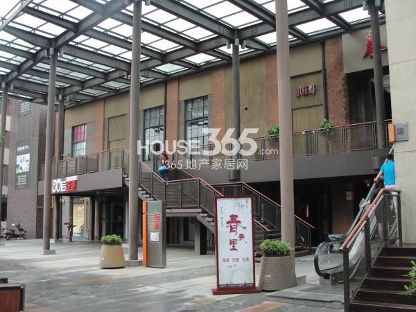 绿地西水东中央生活区商业街实景图(2014.6)