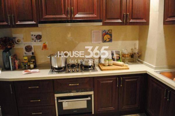 绿地西水东中央生活区145㎡样板间厨房