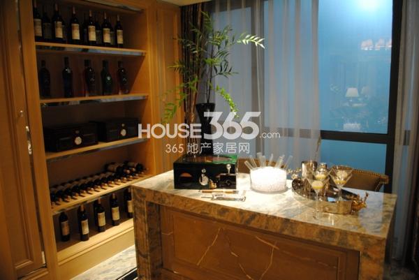 绿地西水东中央生活区145㎡样板间红酒储藏室